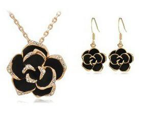Set šperků s růží a krystaly zlatý